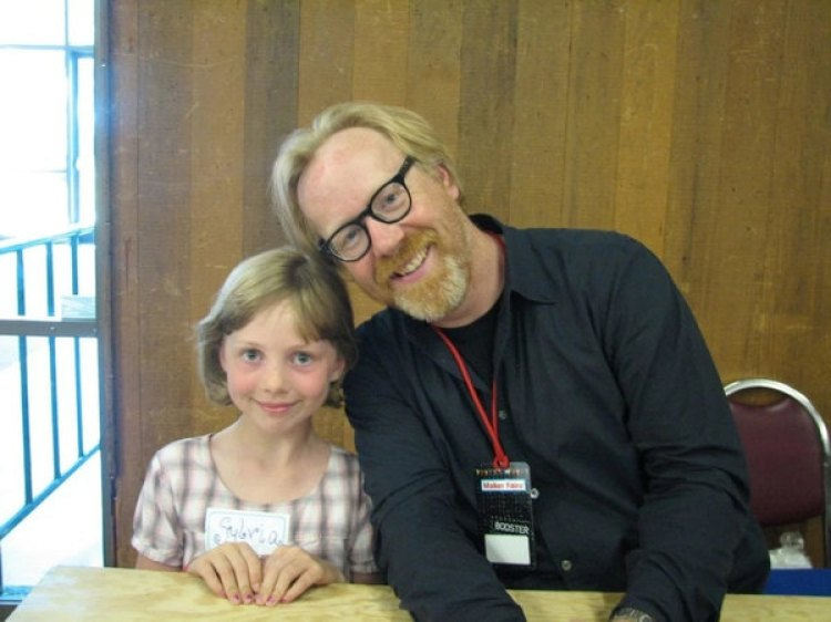 Zeph junto a su ídolo Adam Savage en 2009 (Familia Todd / The Washington Post)
