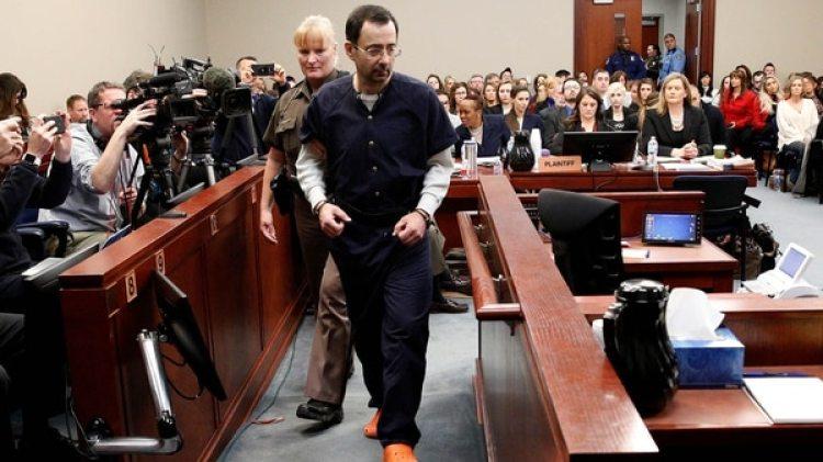 Larry Nassarfue sentenciado a un mínimo de 40 y a un máximo de 175 años de prisión (Reuters)