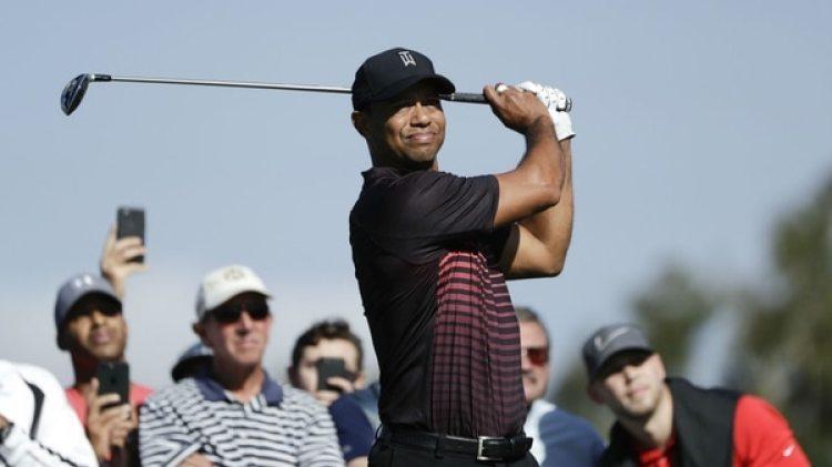 Tiger Woods en un momento del torneo Farmers Insurance Open (AP)
