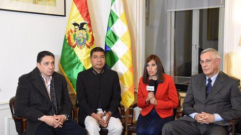 Parte del equipo jurídico de la demanda marítima en entrevista con Bolivia Tv. Foto:Cancillería