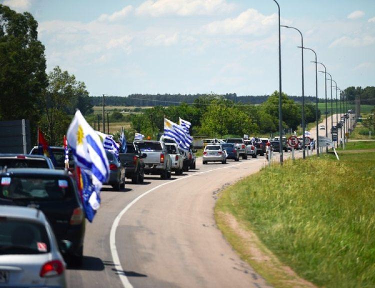 La fila de ingreso al acto ocupó varios kilómetros de ruta(AFP)