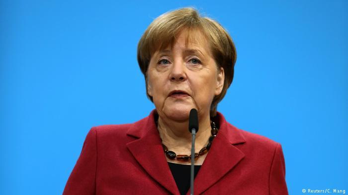 Deutschland Koalitionsverhandlungen PK Angela Merkel (Reuters/C. Mang)