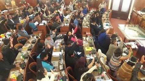 El legislativo aprueba que la diputada Sonia Brito reeemplace a Javier Zavaleta en sus funciones dentro de la Comisión Especial Mixta de Investigación de la Privatización y Capitalización.