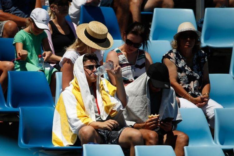 El público delAustralian Open también sintió las altas temperaturas en Melbourne (Getty Images)