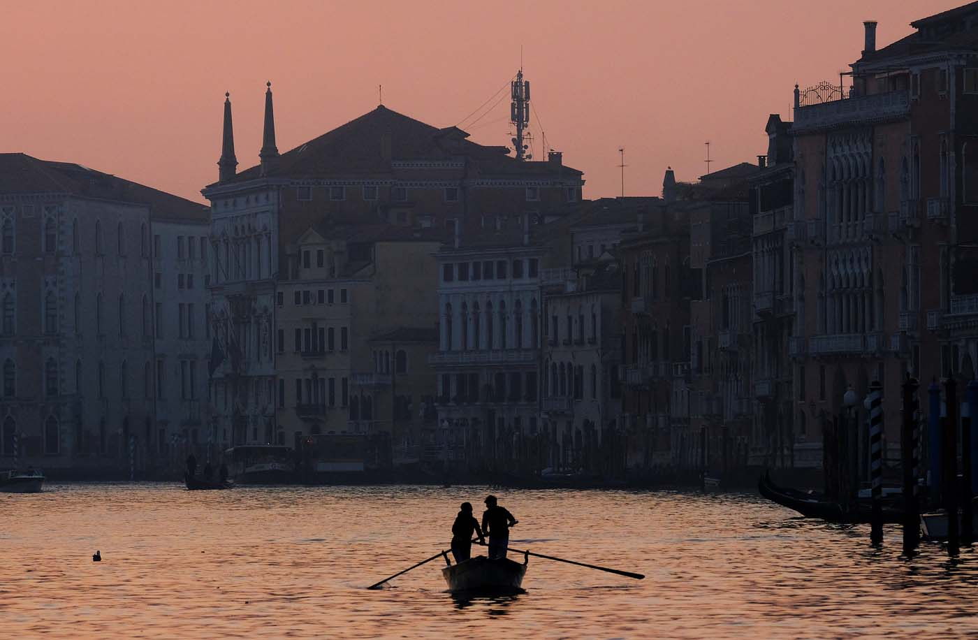 People row on Grand Canal in Venice, Italy January 28, 2018. REUTERS/Manuel Silvestri