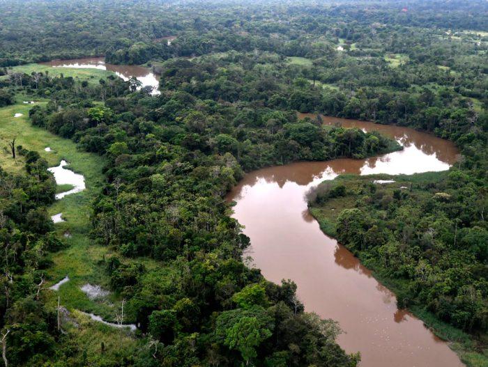 RÍOS DE LA AMAZONIA TEÑIDOS POR LA CONTAMINACIÓN.