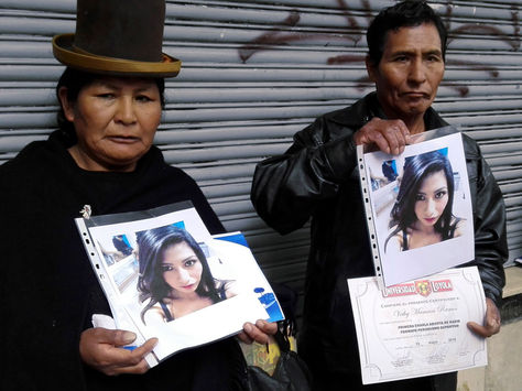 Padres de Betty Mamani Ramos, víctima de presunto feminicidio. Foto: https://urgentebo.com