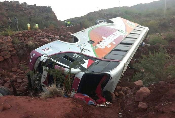 Así quedó el autobús El Bermejeño tras el accidente de esta madrugada. Foto: Gentileza