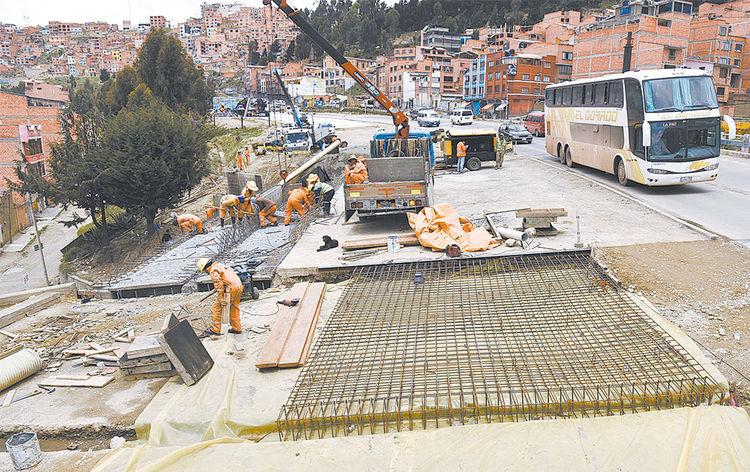 Trabajos. Estructura de hormigón para el pavimentado de la autopista La Paz-El Alto. Foto: Pedro laguna