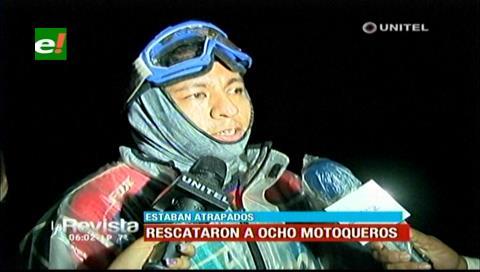 Rescatan a 8 motoqueros que quedaron atrapados por el turbión en Porongo