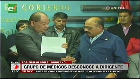 Grupo de galenos cruceños llamaron traidor a Aníbal Cruz por firmar acuerdo