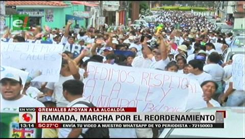 Gremiales de La Ramada marcharon a favor del traslado de mercados