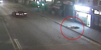 Fuerte video: Un joven vuela 20 metros tras ser embestido por un coche