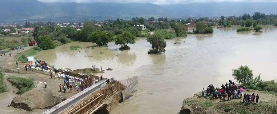 El desborde del río Rocha afecta la zona de Loma Linda en el municipio de VInto, en Cochabamba. Foto: Fernando Cartagena