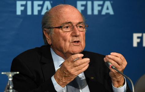 Joseph Blatter durante una conferencia de prensa cuando dirigía la FIFA. Foto: Archivo AFP