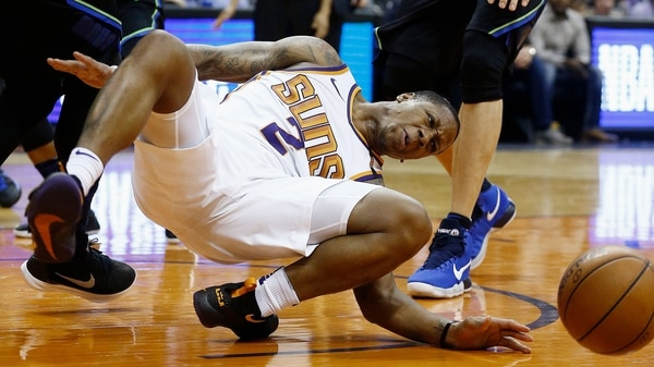 Jugador de Phoenix sufre espeluznante fractura