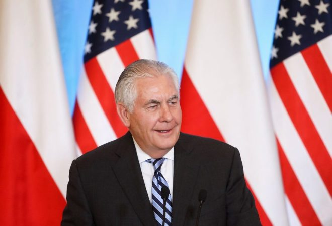 Warsaw (Poland), 27/01/2018.- US Secretary of State Rex Tillerson speaks during a joint press conference with Polish Foreign Minister Jacek Czaputowicz (not seen) after the meeting in Warsaw, Poland, 27 January 2018. Rex Tillerson is on two day official visit in Poland. (Varsovia, Polonia, Estados Unidos) EFE/EPA/PAWEL SUPERNAK POLAND OUT