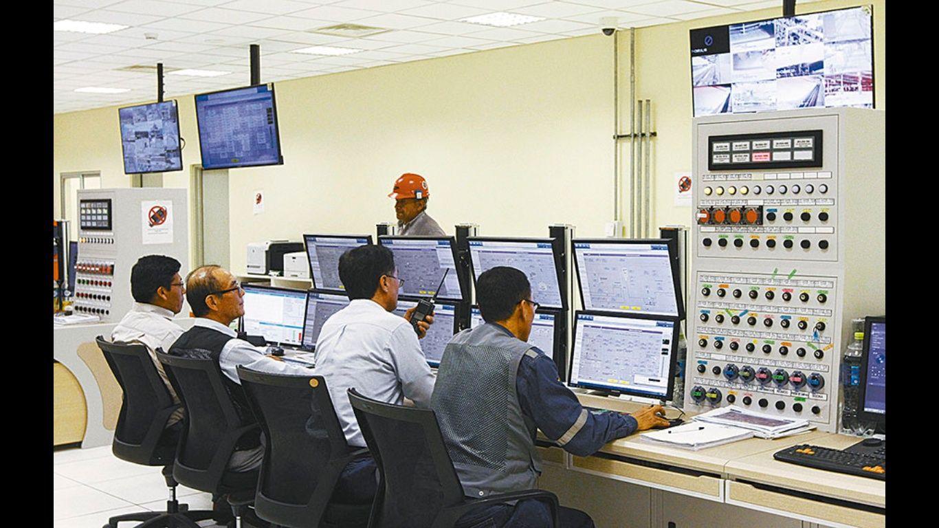 Planta de urea opera en un 100%; YPFB garantiza ventas