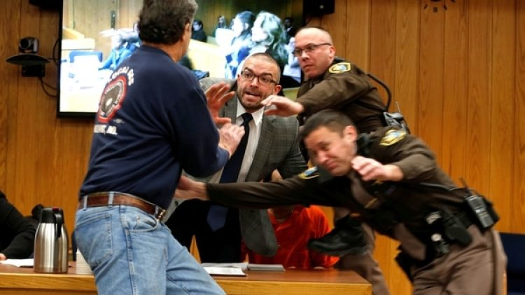 Randall Margraves, padre de gimnastas abusadas, quiso atacar a Larry Nassar en plena corte (Reuters)
