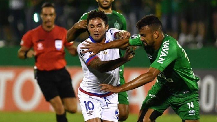 Chapecoense pedirá la expulsión de Nacional de Uruguay por los gestos ofensivos de sus hinchas (AFP)