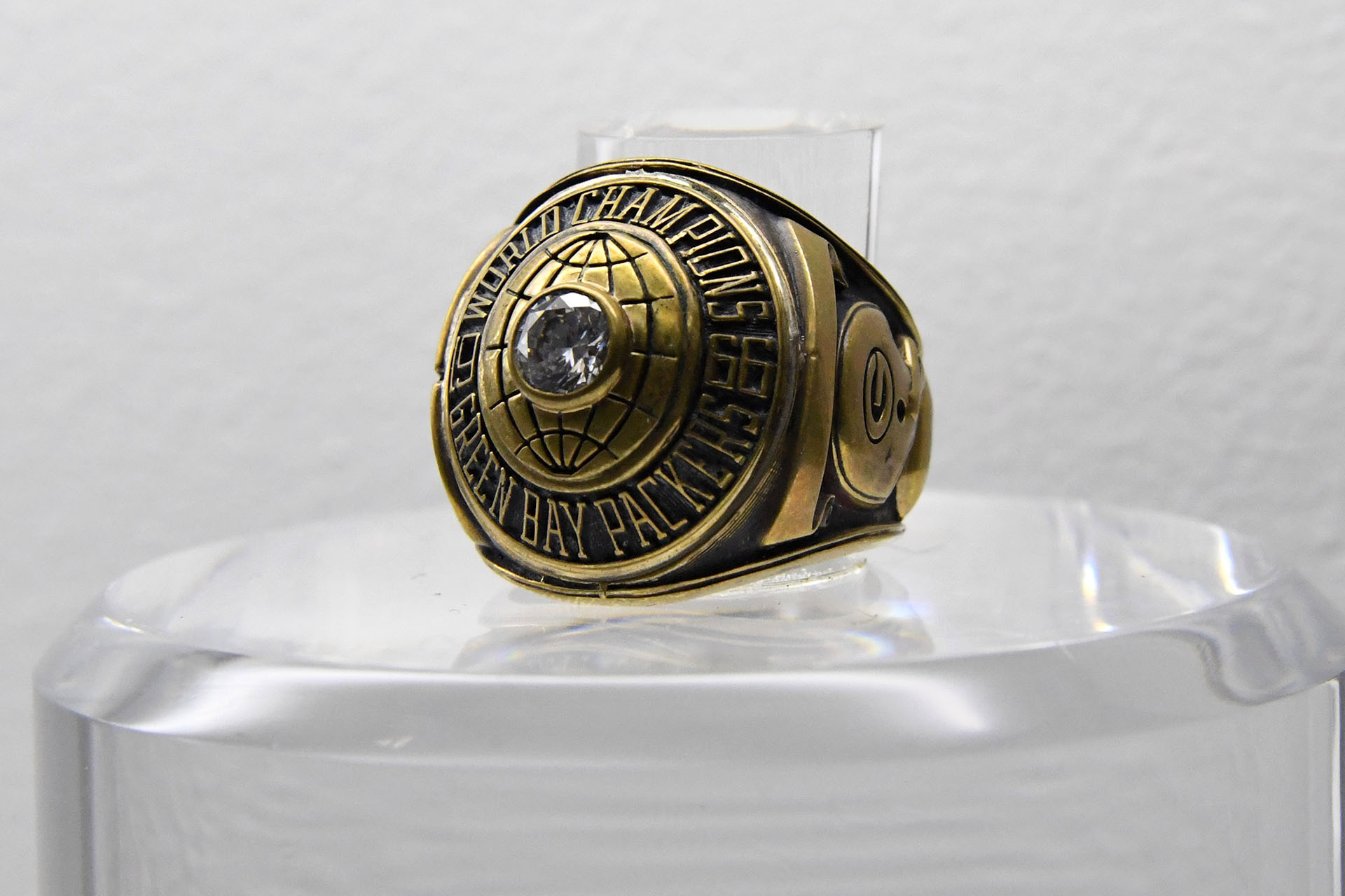 El anillo del Super Bowl I (1967), donde los Green Bay Packers vencieron 35-10 a Kansas City Chiefs en Los Angeles