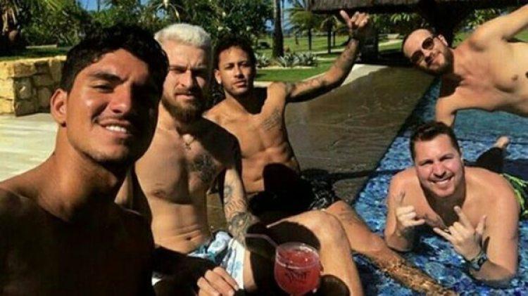 Neymar pagará los pasajes y las estadías de sus amigos de Brasil para que estén en su cumpleaños en París