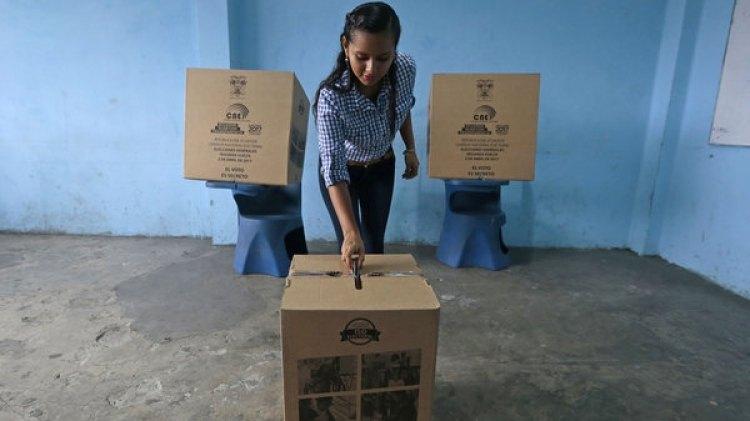 Unos 13 millones de ecuatorianos están llamados a las urnas desde las 07:00 de la mañana (AFP)