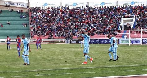 El argentino Marcos Riquelme festeja el gol en el estadio Víctor Agustín Ugarte.