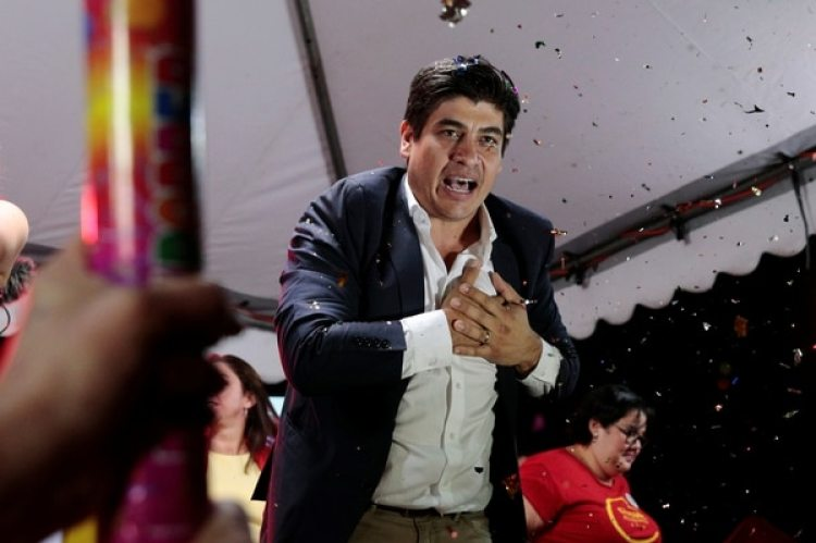 Carlos Alvarado tras la difusión de los resultados (REUTERS/Randall Campos)