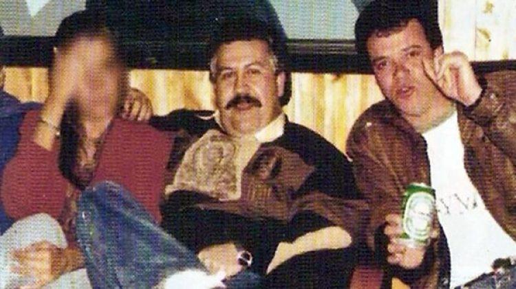 """Pablo Escobar Gaviria y """"Popeye"""", en una fotografía tomada a principios de los años 90"""