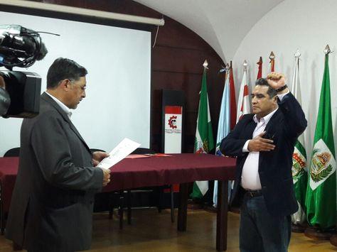 El ministro Hinojosa posesiona a Rodas como Viceministro de Empleo, Servicio Civil y Cooperativas.