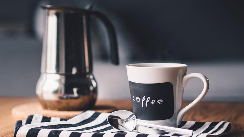 Beber café muy caliente aumenta riesgo de padecer cáncer de esófago: Científicos
