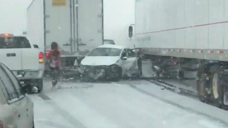Decenas de autos quedaron implicados en el choque en cadena