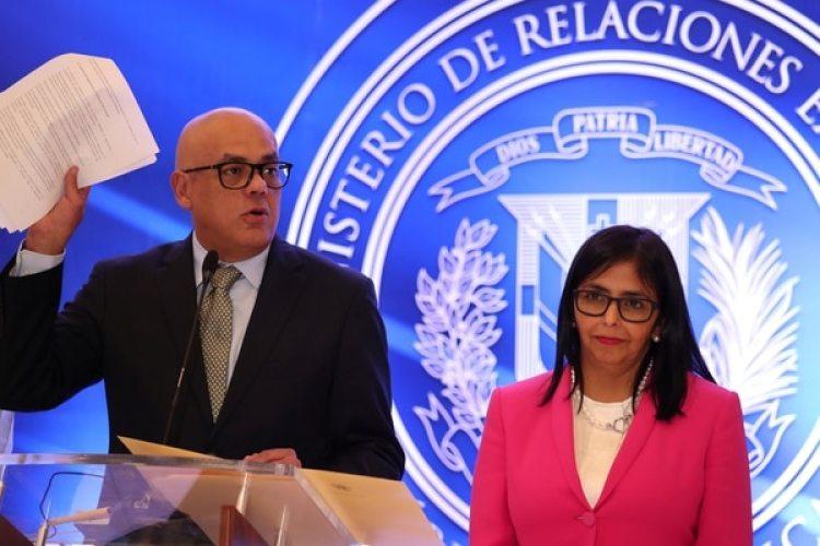 Jorge Rodriguez, jefe de la delegación chavista y ministro de Comunicación, durante declaraciones a la prensa en Santo Domingo(REUTERS/Ricardo Rojas)