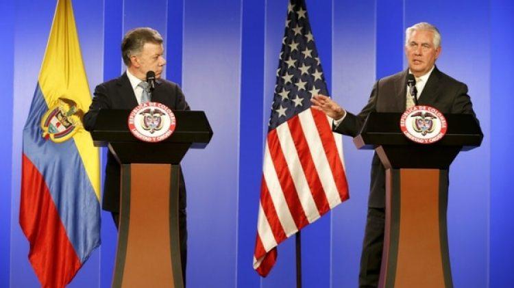 El presidente colombiano Juan Manuel Santos y el secretario de Estado de EEUU Rex Tillerson este martes en Bogotá (Reuters)