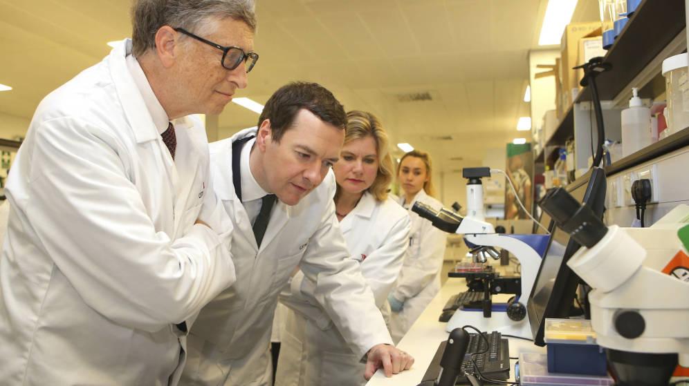Foto: El fundador de Microsoft en la Escuela de Medicina de Enfermedades Tropicales de Liverpool. (Reuters)
