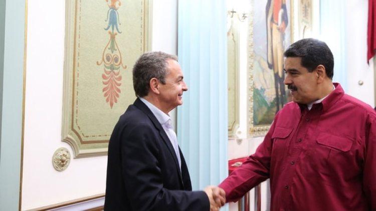 José Luis Rodríguez Zapatero saluda a Nicolás Maduro durante un encuentro anterior en Caracas (EFE/archivo)