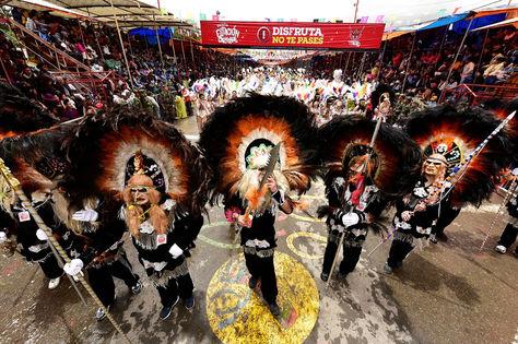 Un conjunto de tobas durante el Carnaval de Oruro el pasado año. Foto: La Razón