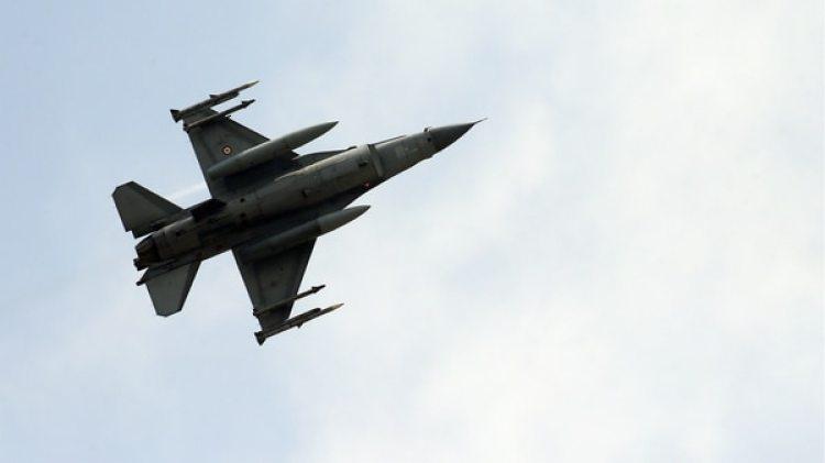 Un caza F-16, como el derribado en Siria (AP)