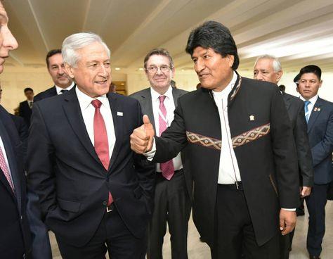 El presidente Evo Morales junto a su colega Maricio Macri y el canciller Heraldo Muñoz.Foto:ABI