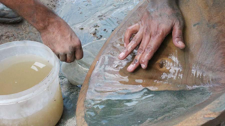 La pequeña minería ha ocupado el terreno de la otrora gran estatal aurífera Minerven