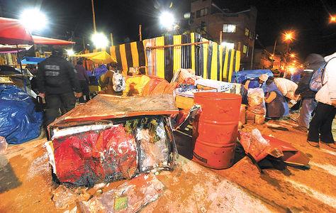 Destrozos. Los restos de un refrigerador de cerveza luego del siniestro. Foto: Miguel Carrasco