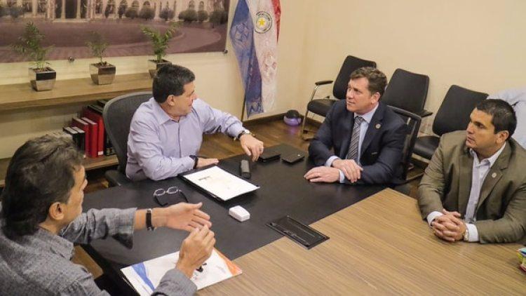 La reunión entre dirigentes de la Asociación Paraguaya de Fútbol y el presidente Horacio Cartes
