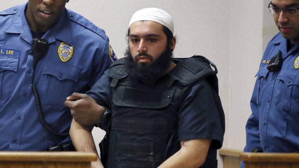 Ahmad Khan Rahimi llegando a la corte para escuchar la sentancia