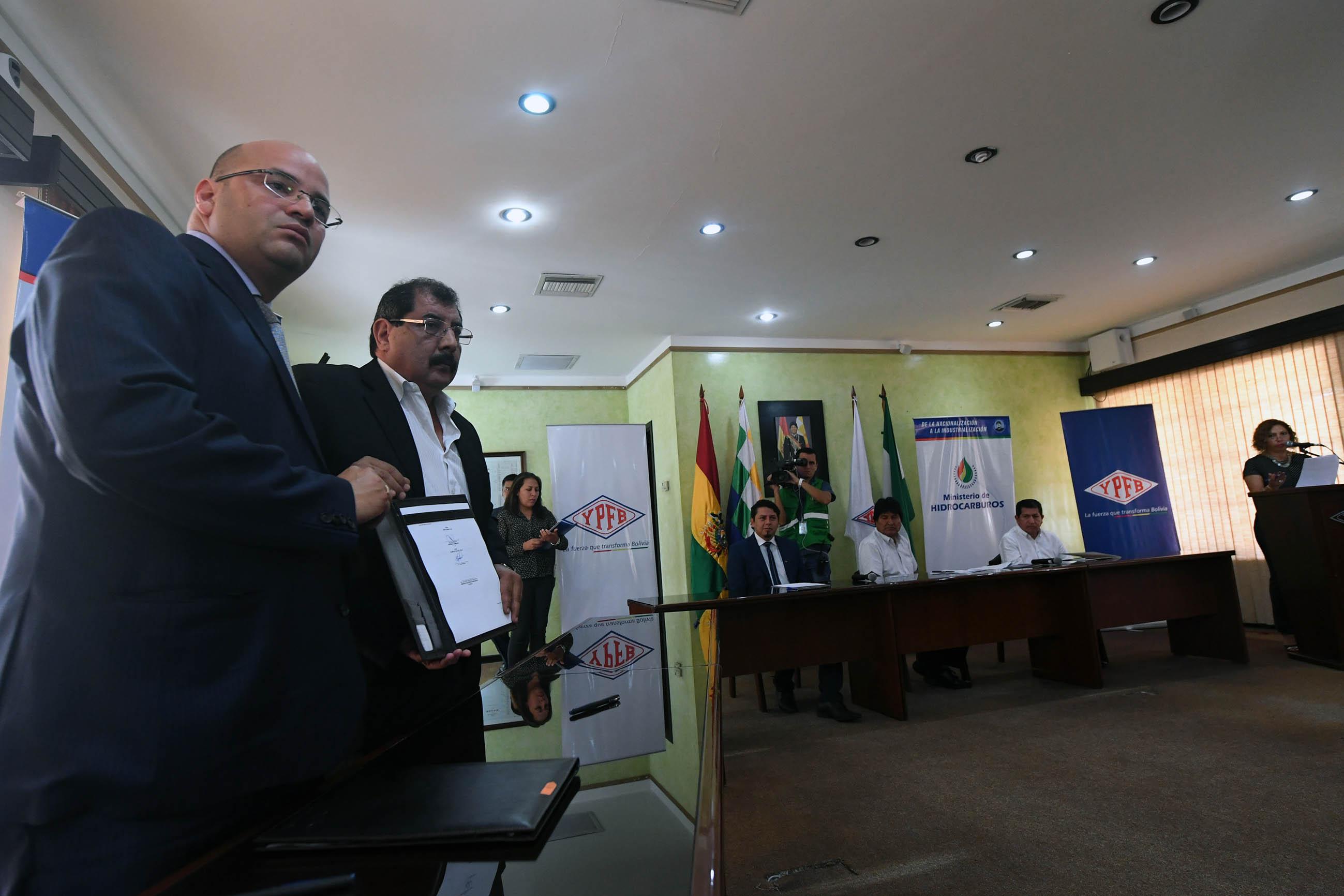 Bolivia firma acuerdos petroleros por USD 2.500 millones