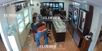 Analizan si procesarán a policías que se ven en video de Eurochronos