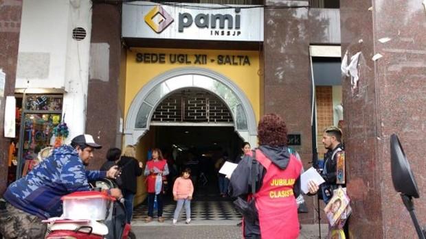 Tremendo: una mujer fue golpeada en PAMI cuando creyeron que era boliviana