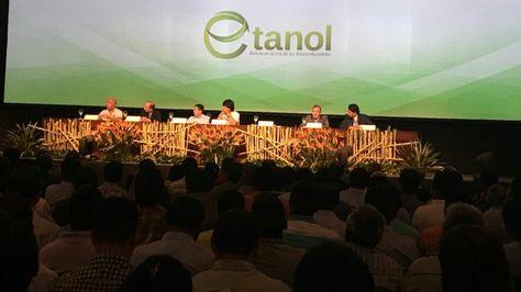 El presidente Evo Morales en el acto de firma del acuerdo que incorpora a Bolivia en la era del biocombustible. Foto:Ministerio de Comunicación