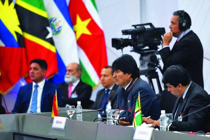 Evo: No hay nada que consultar, es la línea que nos dan Fidel y Hugo