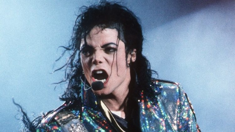 Michael Jackson durante una actuación (Archivo)